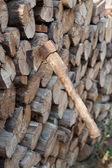 Ax sticking out in the woodpile — 图库照片