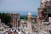 Tourists visiting the ancient city of Ephesus, near Izmir, Turkey — Stock Photo