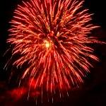 fuegos artificiales de fondo abstracto rojo y negro en el cielo — Foto de Stock   #15868845