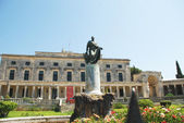 Frederick Adam statue and Palace of Saints Michael and George, Kerkyra, Corfu island, Greece — Stock Photo