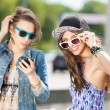 Beautiful young people on city background — Stockfoto