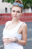 Beautiful sexy lady in white t-shirt with to-go cup — Stockfoto