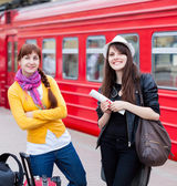Two women are near the train — Stock Photo