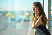 Mulher no aeroporto — Foto Stock
