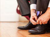 Man is tying his shoes — Stock Photo