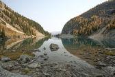 Paisaje del lago de la montaña — Foto de Stock
