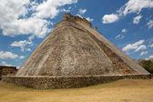 Mayan pyramid at Uxmal — Stock Photo