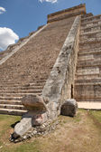 Mayan temple stairs — Stock Photo