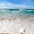Стоковое фото: Waves breaking on shore of the sea