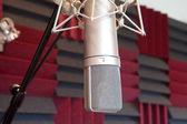 Mikrofon i inspelningsstudio — Stockfoto