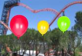 Trzy kolorowe balony napompowane — Zdjęcie stockowe