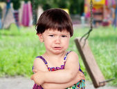 üzgün küçük kız ağlıyor — Stok fotoğraf