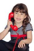 可爱的小女孩用红色电话 — 图库照片