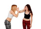 Fısıldayan iki genç kız — Stok fotoğraf