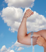 Muscular arm of a man's biceps measure yourself   — Foto Stock