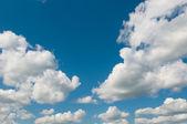 Bewolkte hemelachtergrond — Stockfoto