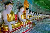 Posągi buddy w sagaing, myanmar — Zdjęcie stockowe