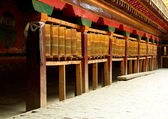 Tibetan prayer wheels in songzanlin tibetan monastery, shangri-l — 图库照片