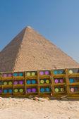 Piramide in giza met Toon lichten — Stockfoto