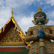Mythical giant guardian (yak) at Wat Phra Kaew — Stock Photo