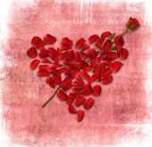 Grunge background with heart made od rose petals — Stockfoto