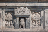 барельефы храм прамбанан, ява, индонезия — Стоковое фото