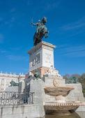 Equestrian statue of Felipe IV at the Plaza de Oriente, Madrid, — Stockfoto