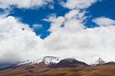 Ośnieżone szczyty gór — Zdjęcie stockowe