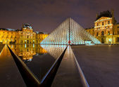 Louvre museum at night, Paris, France — Stock Photo