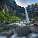 wodospad svartifoss, czarny, Islandia — Zdjęcie stockowe