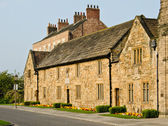 Historic architecture by Palace Green in Durham's Old Town — Stock Photo
