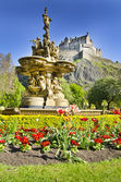 Edinburgh Castle and Ross Fountain, Scotland — Stock Photo