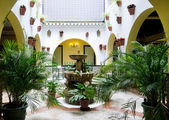Spanish courtyard — Stockfoto
