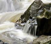 Fresh water flowing along a steep and rocky section of river — Stock Photo