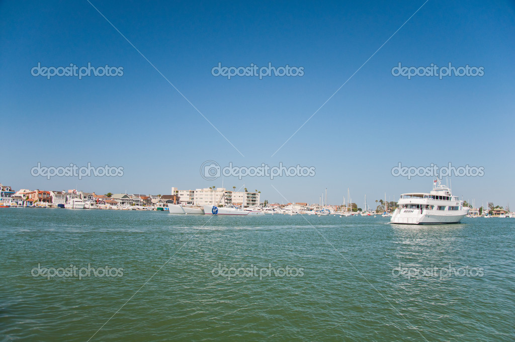 Marina in the bay of Pacific ocean — Stock Photo #13150020