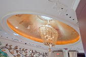 Bellissimo lampadario — Foto Stock