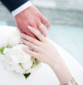 Hands of bridal couple with wedding rings — Stock Photo