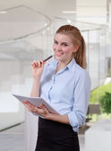 Businesswoman organizing document — Stock Photo
