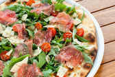 Italian smoked ham and rucola pizza. — Stock Photo