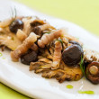 Seasonal mushrooms grilled with pork strips. — Stock Photo