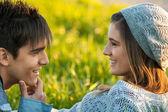 Jovem casal na expressão do rosto de amor. — Foto Stock