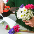 Florist pruning flower bouquet. — Stock Photo