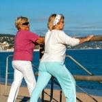 Elderly women stretching before jogging. — Stock Photo