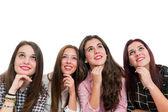 一群十几岁女孩抬头 — 图库照片