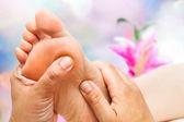 Refleksologa robi masaż — Zdjęcie stockowe