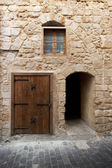 Limestone wall with doors and windows in ancient city Saida, Leb — Foto Stock