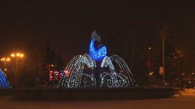 克拉斯诺雅斯克冬天光喷泉在晚上 02 — 图库视频影像