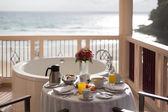 Almoço na costa do oceano — Fotografia Stock