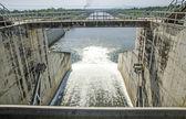 ворота воды из плотины — Стоковое фото