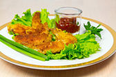 Fried chicken wings with greens. — Stock Photo